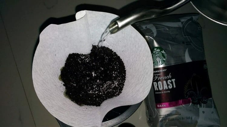add salt to coffee grounds